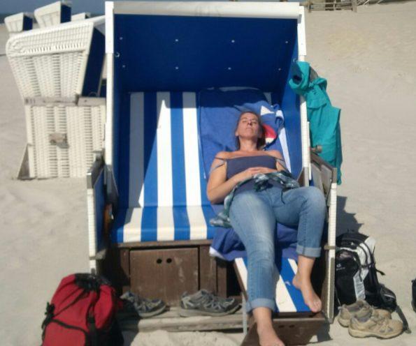 Barbara im Strandkorb